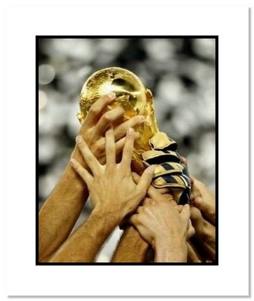 """2006 Team Italy """"World Cup Trophy"""" Double Matted 8"""" x 10"""" Photograph"""