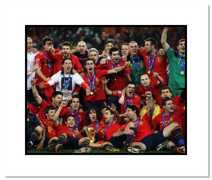 """2010 Team Spain """"World Cup Celebration 2"""" Double Matted 8"""" x 10"""" Photograph"""