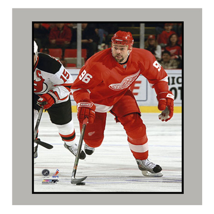 """Tomas Holmstrom Detroit Red Wings 11"""" x 14"""" Matted Photograph (Unframed)"""