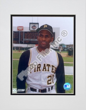 """Roberto Clemente, Pittsburgh Pirates Double Matted 8"""" X 10"""" Photograph (Unframed)"""