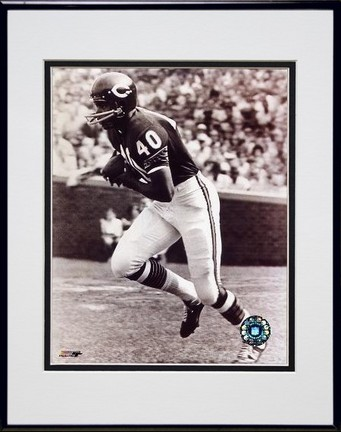 """Gale Sayers """"Running"""" Double Matted 8"""" x 10"""" Photograph in Black Anodized Aluminum Frame"""