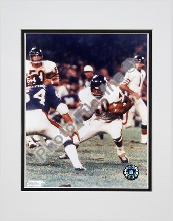 """Gale Syers, Chicago Bears, Action with ball, Double Matte  8"""" X 10"""" Photograph (Unframed)"""