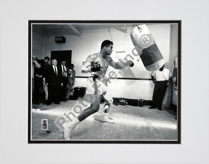 """Muhammad Ali #8 Double Matted 8"""" X 10"""" Photograph (Unframed)"""