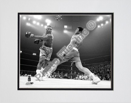 """Muhammad Ali #12 Double Matted 8"""" X 10"""" Photograph (Unframed)"""