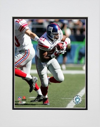 "Tiki Barber """"2006 / 2007 Action in White Jersey"""" Double Matted 8"""" X 10"""" Photograph (Unframed)"" PHF-AAHK193-33"