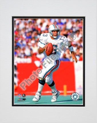 """Dan Marino Action Double Matted 8"""" x 10"""" Photograph (Unframed)"""