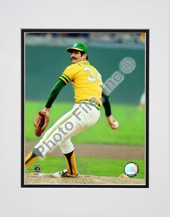 "Rollie Fingers ""Action"" Double Matted 8"" x 10"" Photograph (Unframed)"