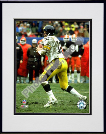"""Terry Bradshaw Action Double Matted 8"""" x 10"""" Photograph (Unframed)"""