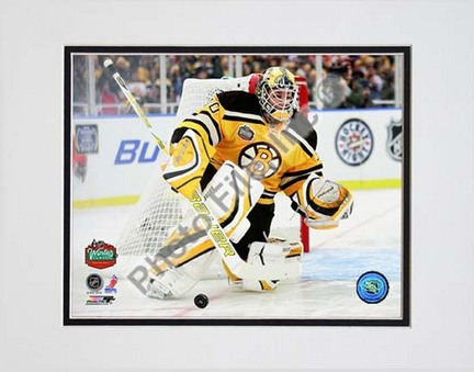 Tim Thomas 2010 NHL Winter Classic Action Double Matted 8� x 10� Photograph (Unframed) PHF-AALZ081-33