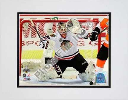 """Antti Niemi 2009 - 2010 Stanley Cup Finals Action (#22) Double Matted 8"""" x 10"""" Photograph (Unframed)"""