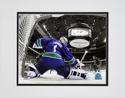 """Roberto Luongo Vancouver Canucks 2011 NHL Stanley Cup Finals """"Game 2"""" Spotlight Action Double Matted 8"""" X"""