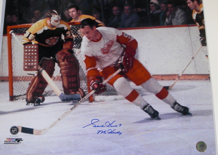 """Gordie Howe Autographed Detroit Red Wings 16"""" x 20"""" Color Photograph with """"MR HOCKEY"""" Inscription (U"""