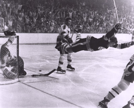"""Bobby Orr """"""""The Dive"""""""" Black and White 16"""""""" x 20"""""""" Photograph (Unframed)"""" SSG-UBO-16a"""